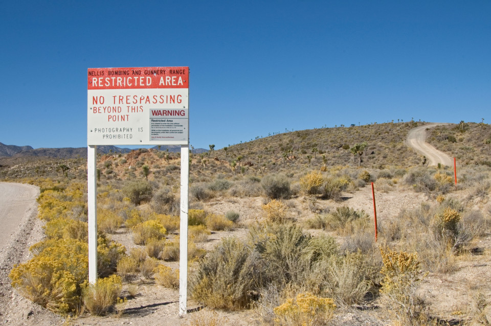 Road that leads to secret U.S. base, Area 51. What happens inside?