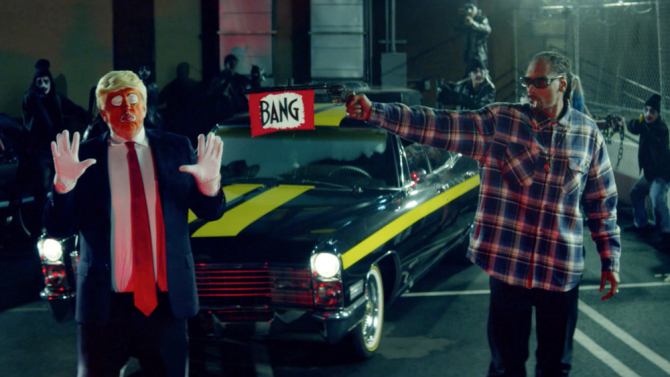 Rapper Snoop Dogg points a gun at President trump in his latest video